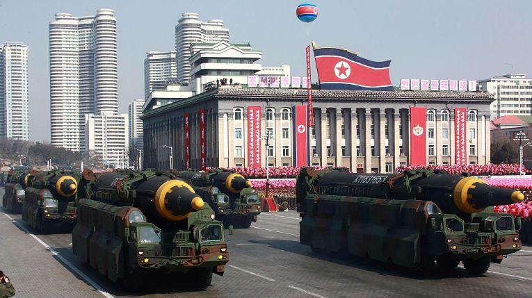 DEsfile militar norte-coreano