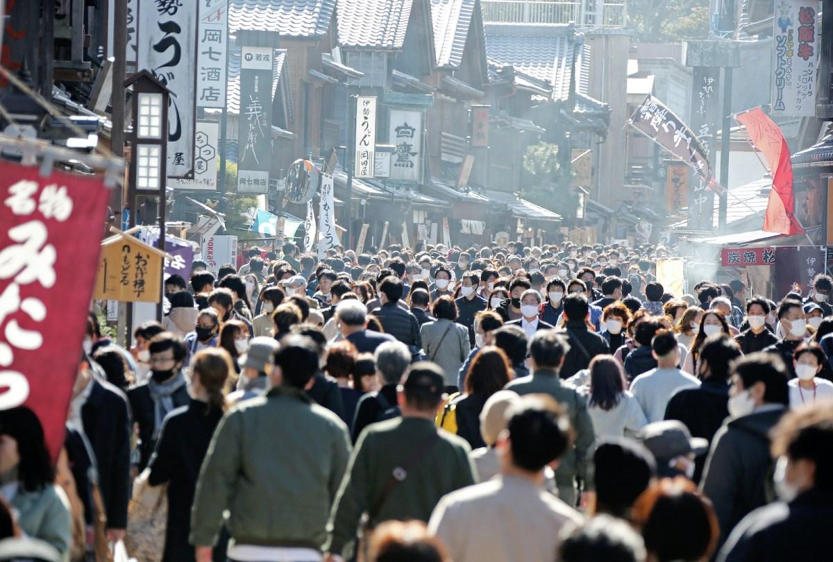 Rua Oharai-machi em Ise lotada no feriado de Ação de Graças