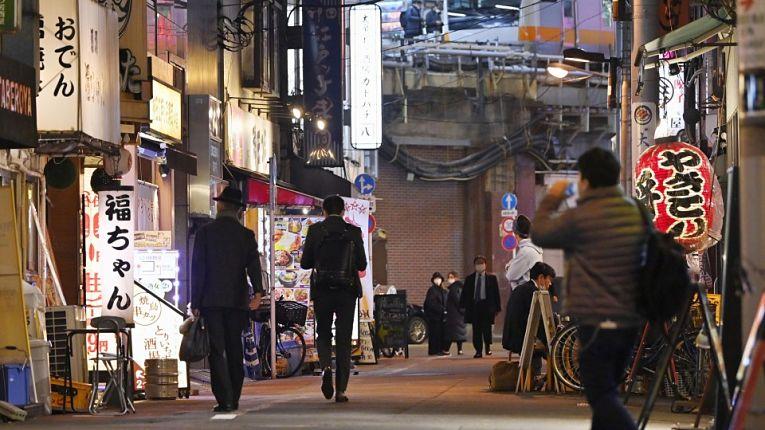 Rua japonesa de bares e restaurantes