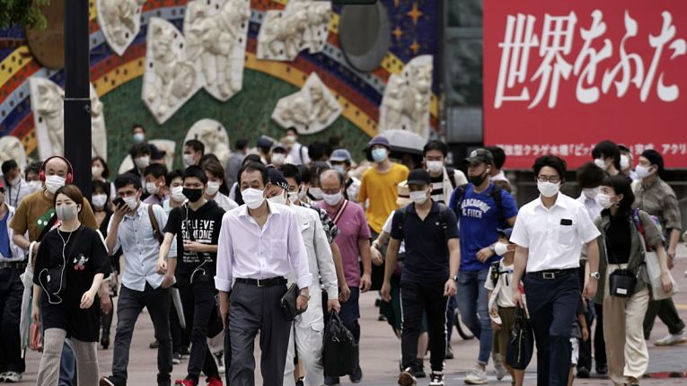 População japonesa transitado em meio a pandemia de COVID-19