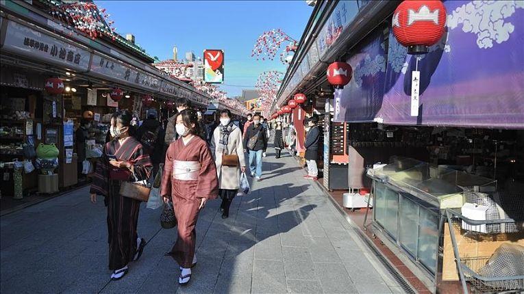 Japoneses transitando em meio a pandemia do novo coronavírus