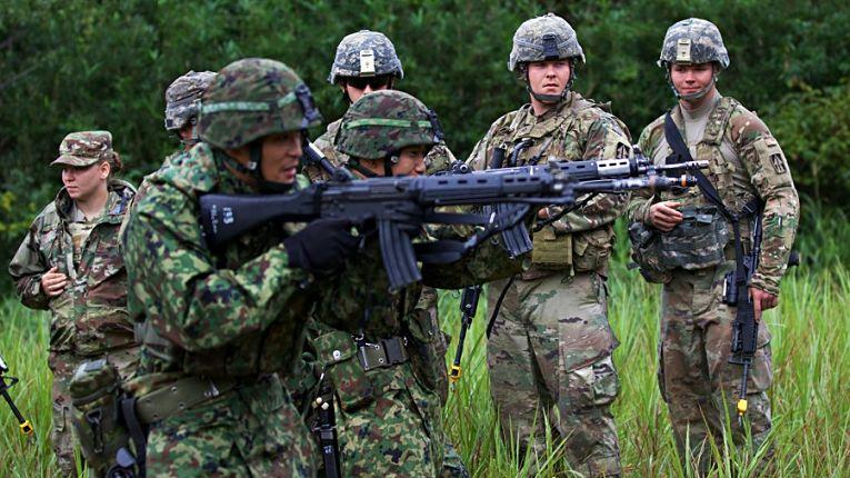 Tropas estadunidenses e japonesas realizam treinamento conjunto