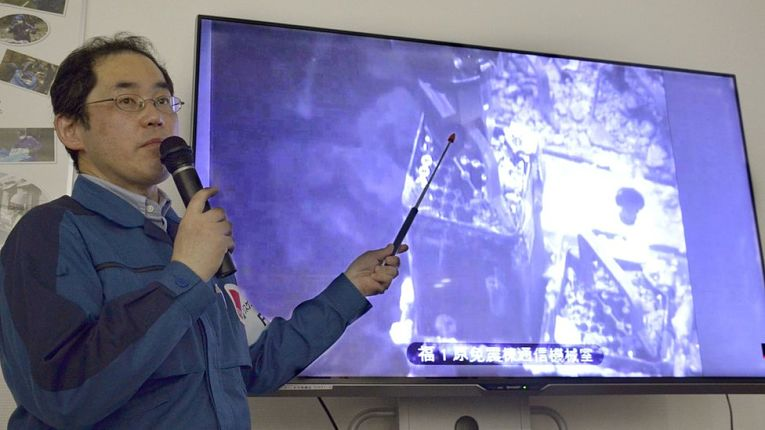 TEPCO exibe combustível nuclear danificado