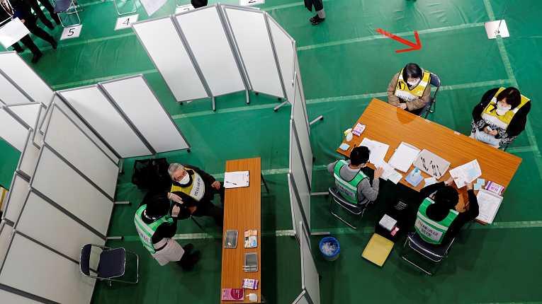 Simulação de vacinação contra o novo coronavírus SARS-CoV-2 realizado dia 28 de janeiro na cidade de Kawasaki, prefeitura de Tokyo