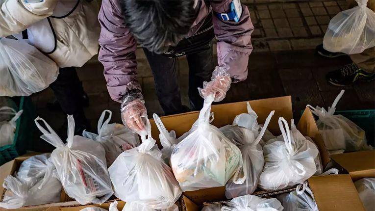 Bancos de alimentos do Japão estão sendo fundamentais para a segurança alimentar de milhões de pessoas pobres e desempregadas pela pandemia