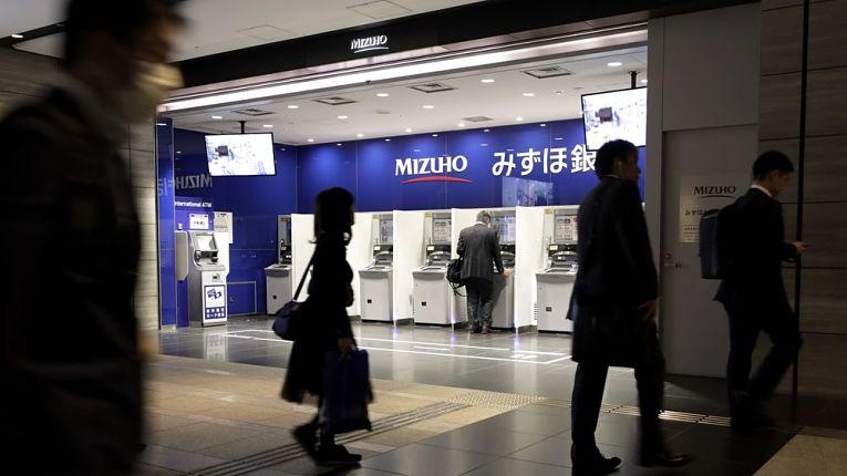 Falhas nos serviços de internet banking e em 2.956 caixas eletrônicos do banco Mizuho foram registrados no domingo