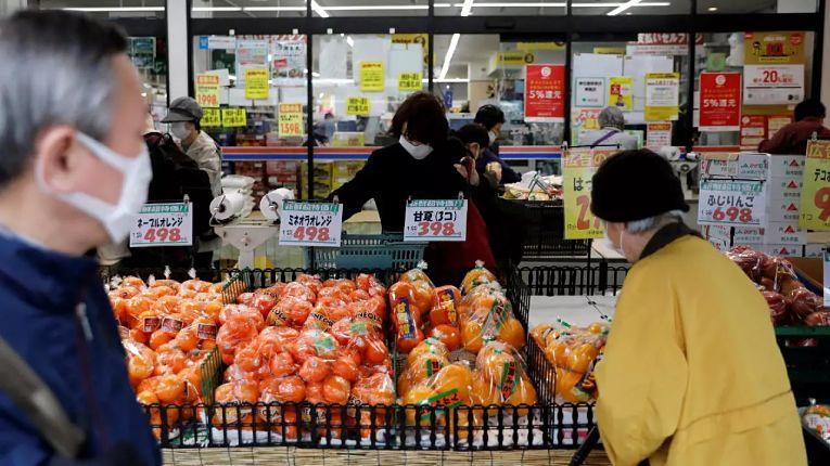 Tokyo segue sendo a prefeitura mais afetada pela pandemia mas apresenta baixa taxa de contaminação para cada 100 mil habitantes