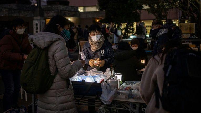 Ao menos 15,7% dos japoneses vivem abaixo da linha da pobreza, isto é, aproximadamente 20 milhões de pessoas