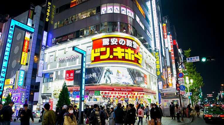 Uma das lojas Don Quijote de Shinjuku operada pela Pacific International Holdings Corp.