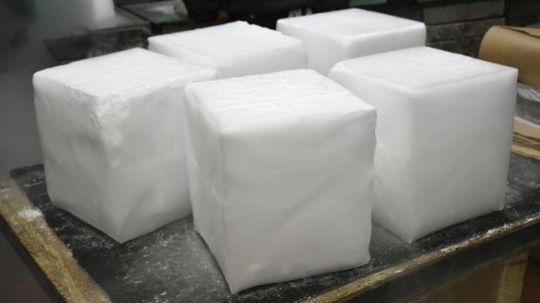 Produtores de gelo seco estão com dificuldade para adquirir dióxido de carbono e entender a demanda do governo