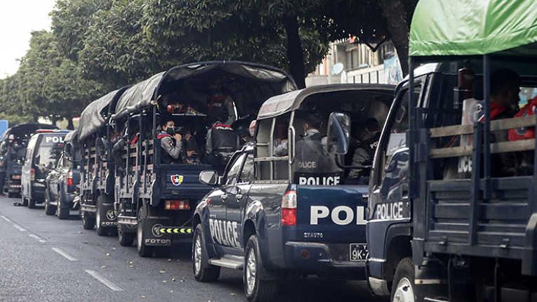 Militares birmaneses em meio ao golpe de estado