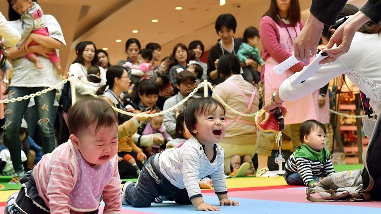 Japão tem queda recorde no número de nascimentos no país. 2020 morreram muito mais pessoas do que nasceram evidenciando uma outra crise causada pela pandemia do coronavírus