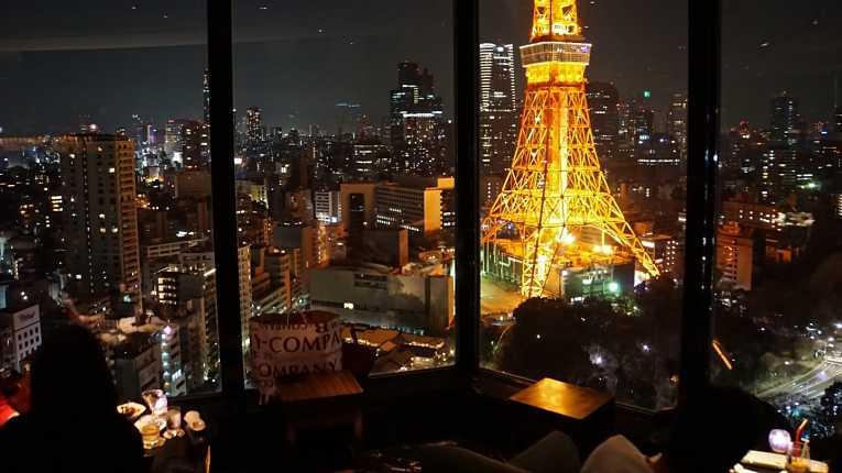 Filho mais velho do primeiro-ministro do Japão se encontrou ao menos 12 vezes com quatro burocratas do Ministério das Comunicações em restaurantes de luxo de Tokyo