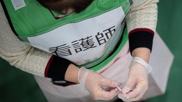 Falta de seringas especiais pode significar o desperdício de milhões de doses e imunizações: Foto por Philip Fong