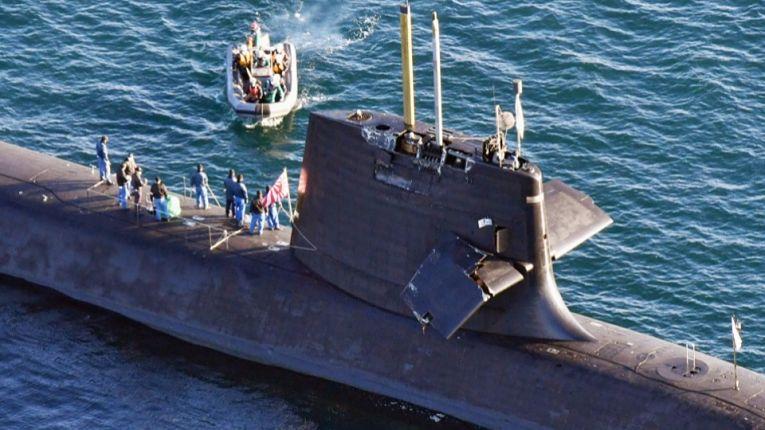 Submarino da MSDF Souryu colide com navio mercantil Ocean Artemis com bandeira de Hong Kong