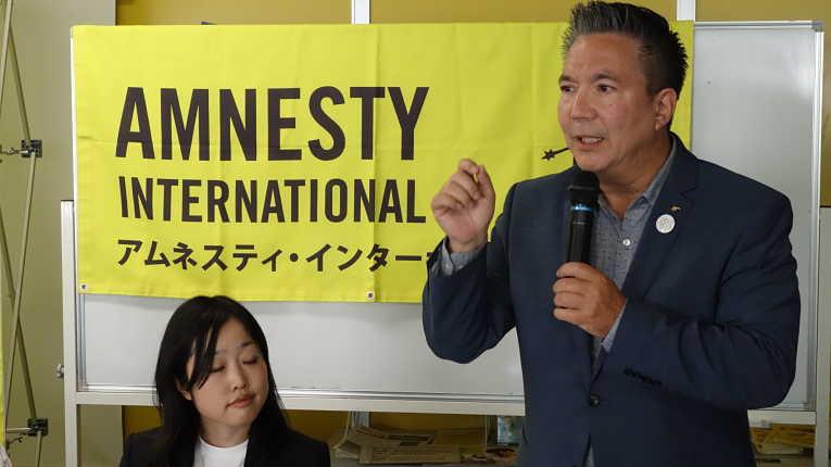 Taro O'Sullivan, estadunidense e filho de uma mulher japonesa ainda diretor da Anistia Internacional do Japão em 2017