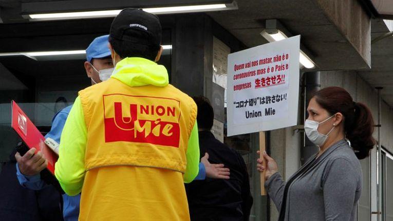 Sindicato de Mie protesta pelos cortes de empregos de estrangeiros durante a pandemia do coronavírus no Japão.