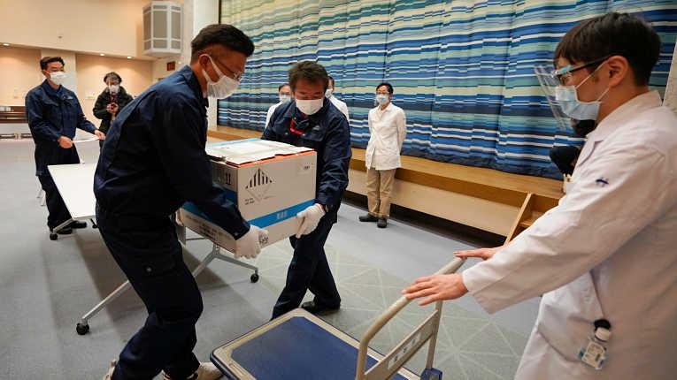 Critério para distribuição de imunizantes para os 36 milhões de idosos a partir de 65 anos será a proporcionalidade de cada prefeitura e não a taxa de infecção. Foto por Kimimasa Mayama