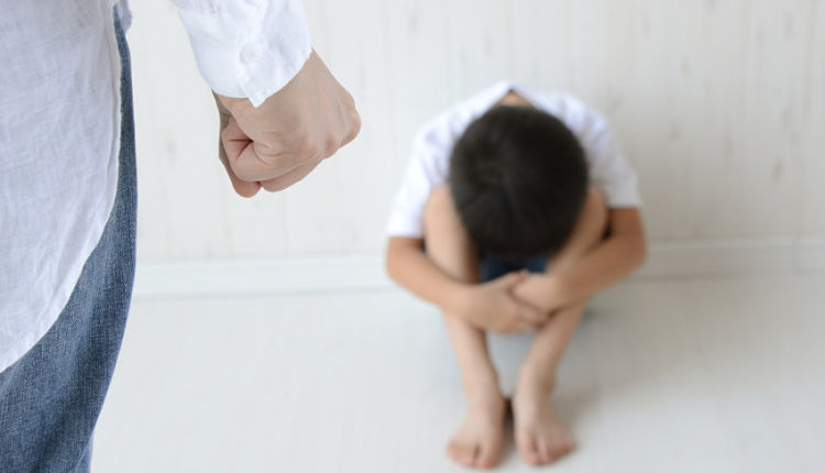 Abusos infantis e violência domestica registradas são apenas a ponta do iceberg. A maioria dos casos não são denunciados pelas vítimas, vizinhos ou parentes