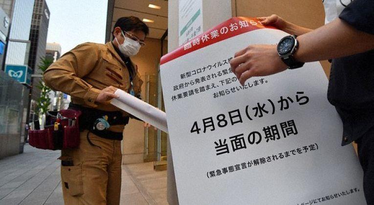 Cartaz informando a data para o fim do estado de emergência na Região Metropolitana de Tokyo