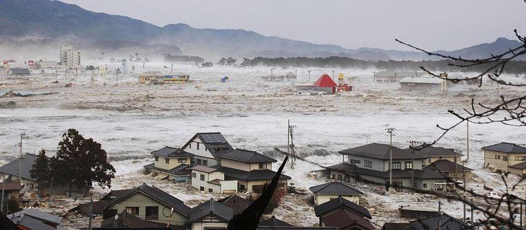 Tsunami provocado por tremor de MW 9.1 em 11 de março de 2011