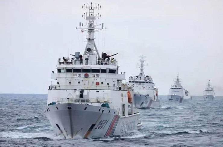Navios da guarda costeira chinesa equipados com canhões a partir da lei aprovada em 22 de janeiro de 2021