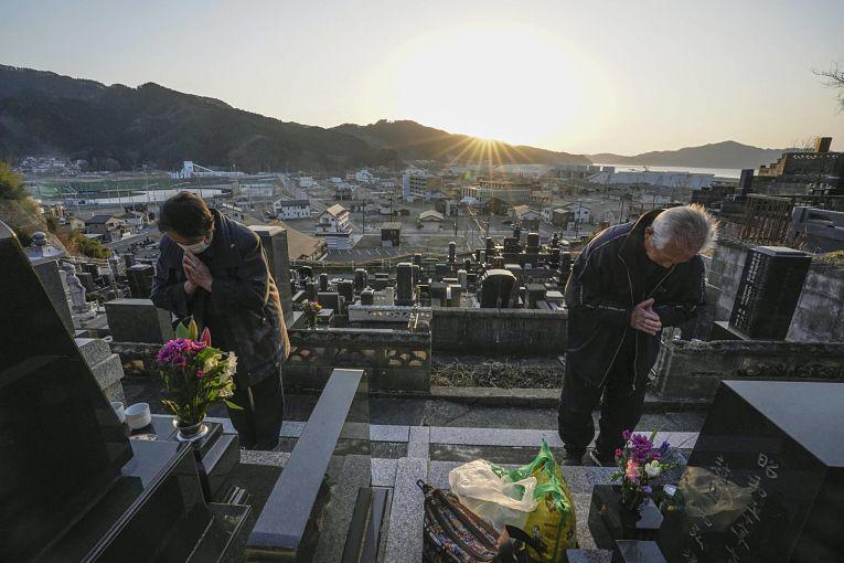 No aniversário de 10 anos do Grande Terremoto de Tohoku, familiares das vítimas prestam homenagens a seus entes queridos