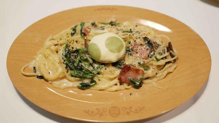 Espaguete de espinafre a carbonara