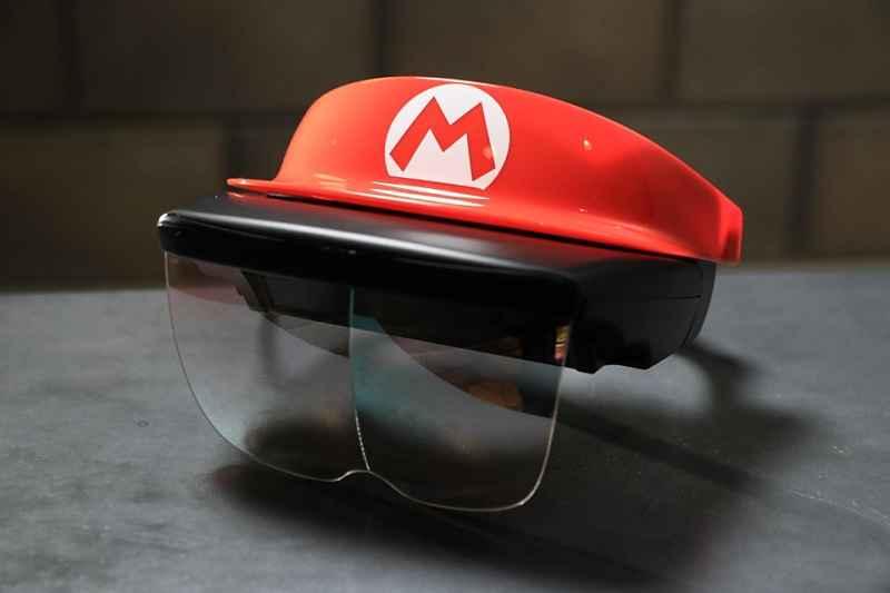 Óculos e chapeu da atração principal do parque temático da Nintendo