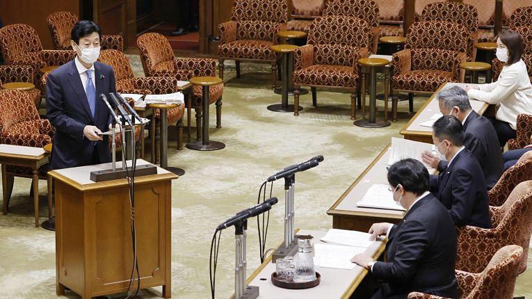 Yasutoshi Nishimura afirmou que tomará medidas para aliviar funcionários
