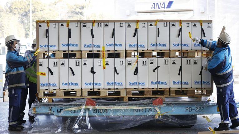 Terceira remessa de imunizantes Pfizer-BioNTech chegaram ao Japão nessa segunda-feira