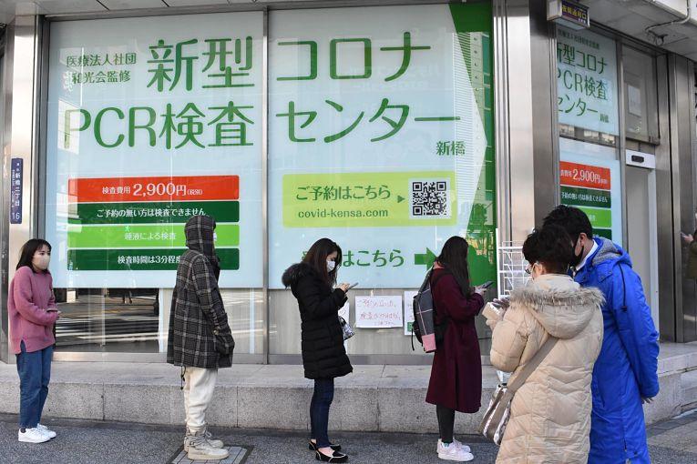 Com o aumento constante de casos a semanas no Japão, o governo central declarou estado de emergência em quatro prefeituras do país: Tokyo, Osaka, Kyoto e Hyogo