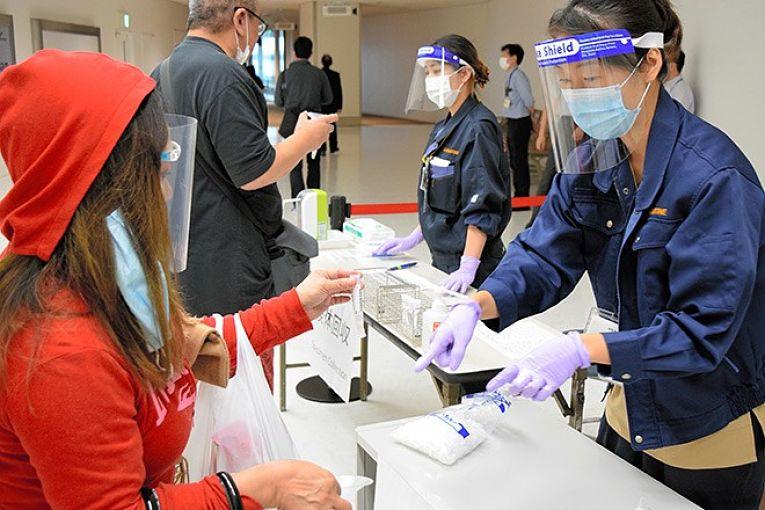 Além da alta nas contaminações pelo SARS-CoV-2 em todas as prefeituras do Japão, o sistema de saúde do país voltou a ser pressionado com cada vez mais infectados precisando de um leito. Dados compilados pelo portal Nippon aponta 2.330 hospitalizados nas últimas 24 horas