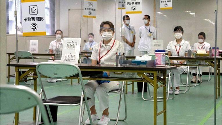 A imunização no Japão deverá aumentar devido a abertura de dois centros de vacinação em Tokyo e Osaka, além disso, os Jogos Olímpicos está marcado para começar dentro de dois meses
