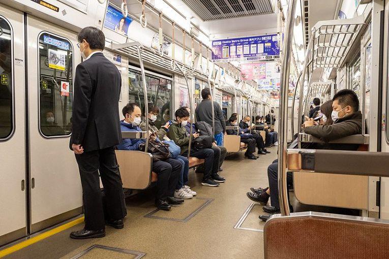O Japão vem enfrentando dias consecutivos com mais de 100 óbitos diários. Além disso, menos de 5% da população está completamente imunizada contra o coronavírus