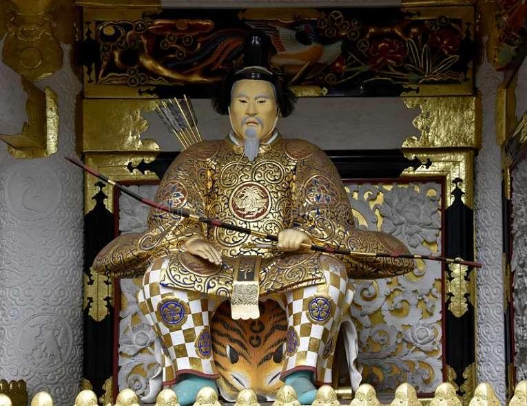 Após a fatídica batalha de Sekigahara em 1600, Tokugawa Ieyasu derrota Toyotomi Hideyoshi e assume a posição de governante supremo do Japão e inaugura o período Bakufu (estatua de Ieyasu no santuário  Nikkō Tōshō-gū)