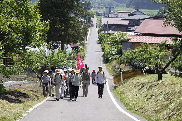 Techo da estrada Ōshū Kaidō com peregrinos em viagem