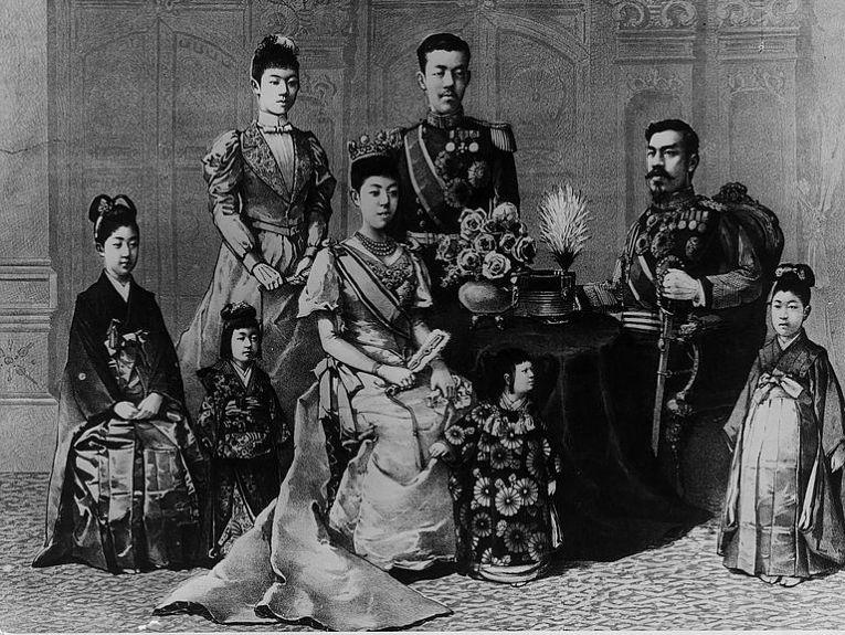 Retrato do Imperador Meiji em companhia da Família Imperial