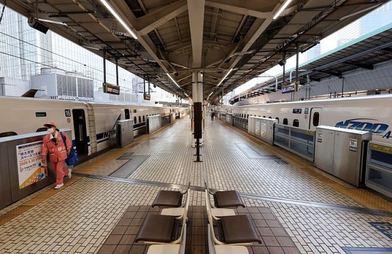 Por causa da pandemia de coronavírus e o medo de uma quarta onda de infecções pela COVID-19, a maioria dos japoneses optaram por não viajar durante a Golden Week de 2021 (29 de abril a 5 de maio)