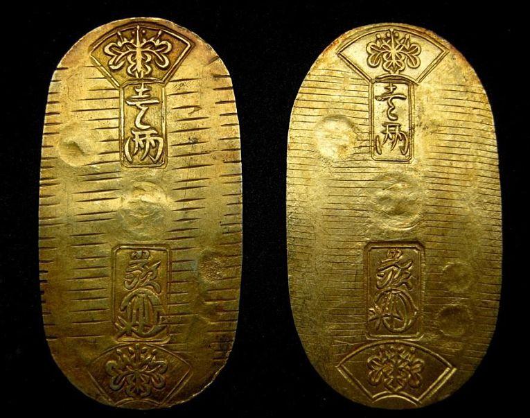 Tempo Koban, moeda de ouro do período Edo. Normalmente cunhada pelos próprios daimyōs em seus domínios, uma moeda de ouro equivalia a 3 koku de arroz