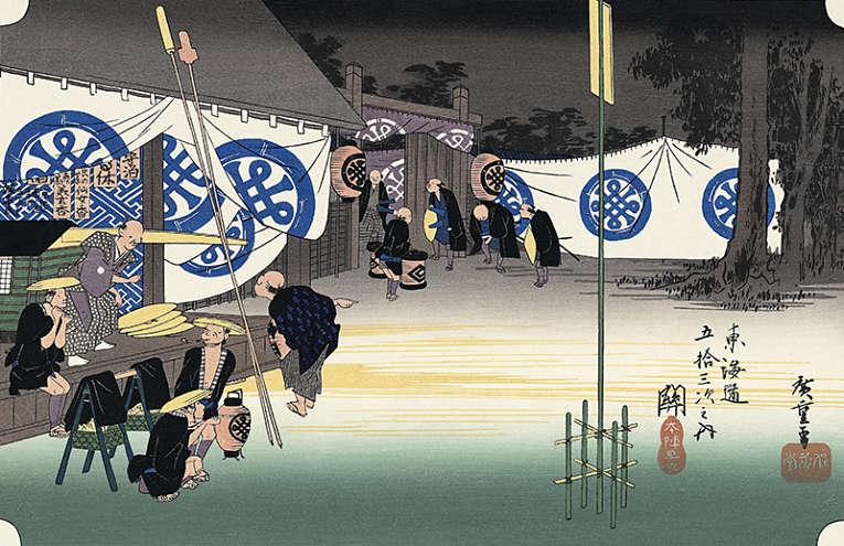 Diversas estações (paradas) ao longo da estrada foram criadas para atender a procissão de daimyōs que utilizavam as estradas para atender ao chamado do shogun em Edo