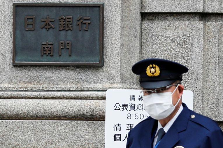 Estado de emergência segue em vigor em Tokyo, Osaka, Hyogo, Kyoto, Aichi, Fukuoka, Hokkaido, Okayama e Hiroshima. Essas prefeituras fazem parte de 20 prefeituras atingiram o estágio 4 de contaminação do SARS-CoV-2 incluindo Nara, Yamaguchi, Tokushima, Kagawa, Oita, Kagoshima, Ishikawa, Gunma, Fukushima e Gifu