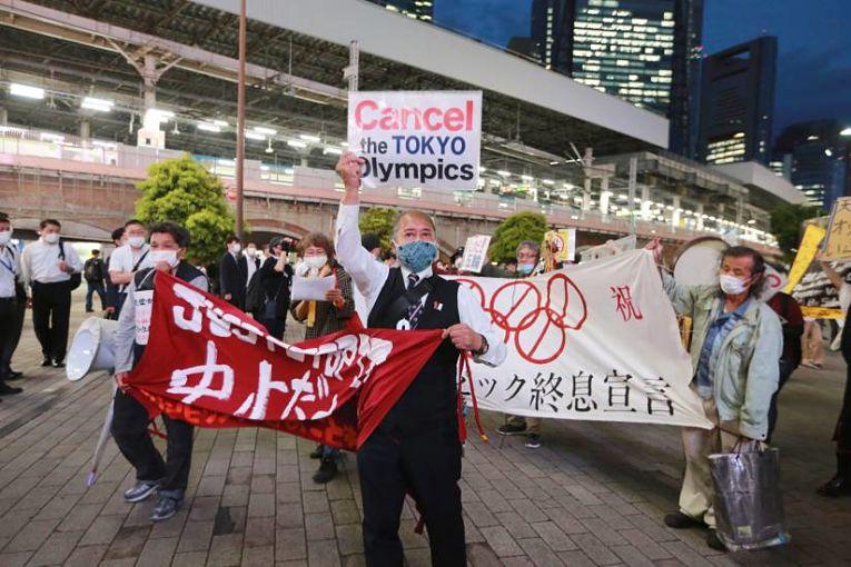 Médicos protestam em Tokyo contra a realização dos Jogos Olímpicos na capital japonesa. Foto por Koji Sasahara
