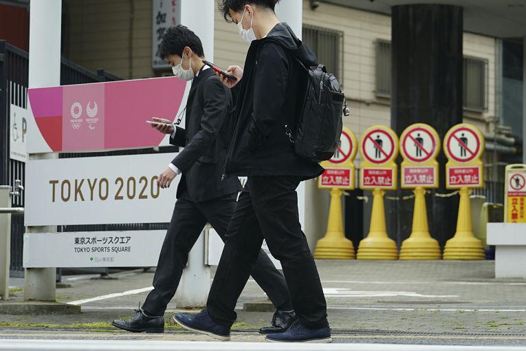 Apesar da insistência do governo japonês em realizar os Jogos Olímpicos de Tokyo, mais de 70% da população é contra a realização do evento por causa da pandemia do SARS-CoV-2. Foto por Eugene Hoshiko
