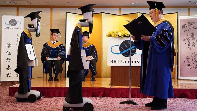 Cerimônia de graduação no Japão foi feita com robôs avatares por causa da pandemia em 2020