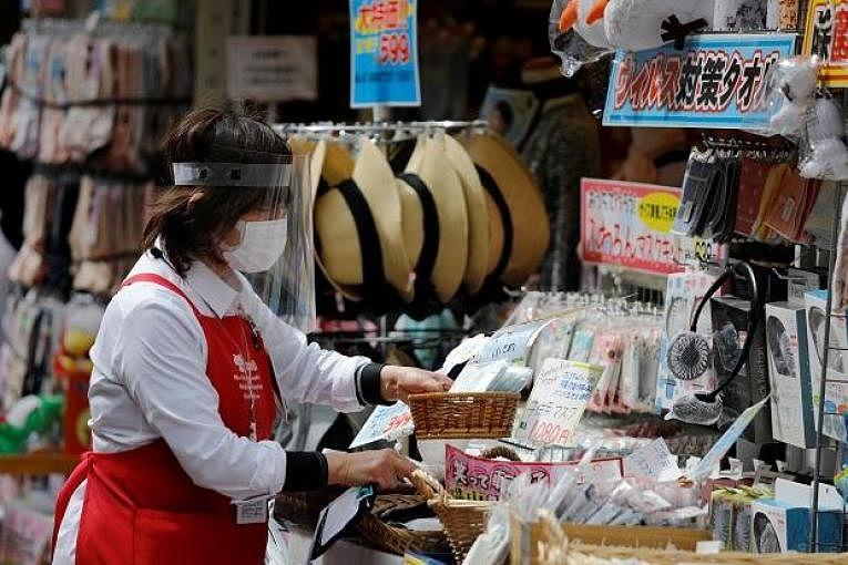 Pela primeira vez em 2021, o Japão registrou menos de mil contaminações pelo SARS-CoV-2. Dez prefeituras seguem em estado de emergência