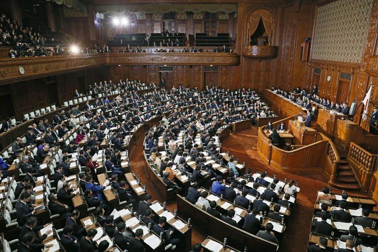 O LDP (Liberal Democratic Party) responde por cerca de 60% das cadeiras da Câmaras dos Representantes na Dieta Nacional, no entanto, só terá 15% das candidaturas representadas por mulheres em sua legenda nas disputas desse outono