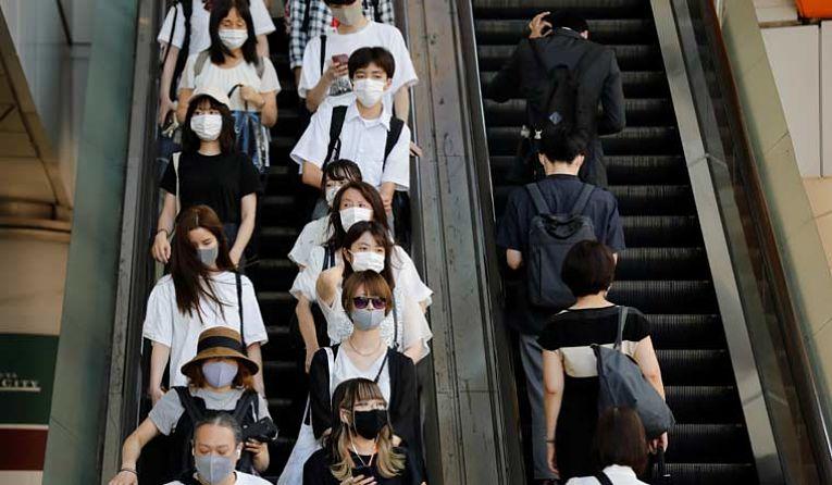 Grandes companhias japonesas estão abrindo centros de vacinação para aumentar a quantidade de pessoas vacinadas no país. Até a publicação deste artigo, apenas 8,7% da população recebeu a primeira dose de imunizantes contra o coronavírus