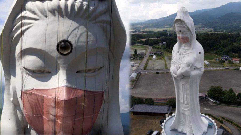 Templo Houkokuji Aizu Betsuin coloca máscara na estátua da deusa Kannon
