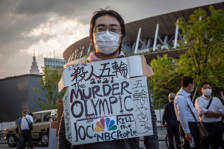 Uma pesquisa divulgada em 18 maio demonstrou que 83% dos japoneses eram contra a realização dos Jogos Olímpicos de Tokyo
